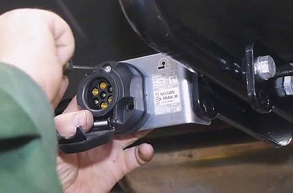 Подключение розетки прицепа легкового автомобиля, распиновка розетки фаркопа: схема подключения прицепа